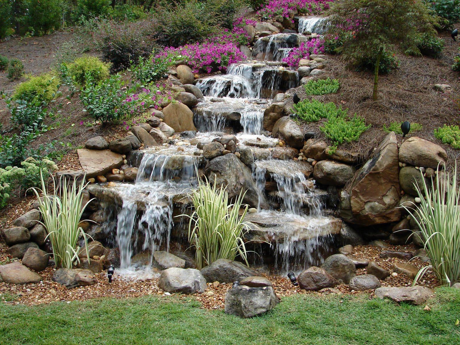 фото садового водопада своим эстетическим параметрам