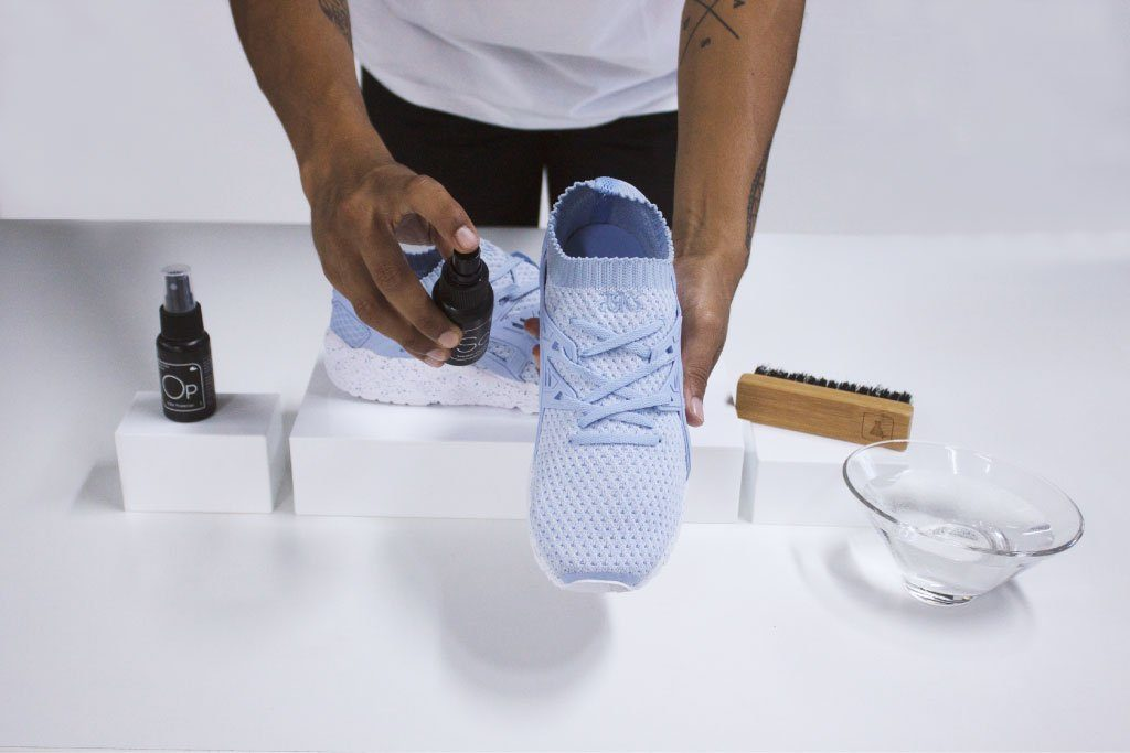 Как очистить белую подошву кроссовок, кедов и слипонов