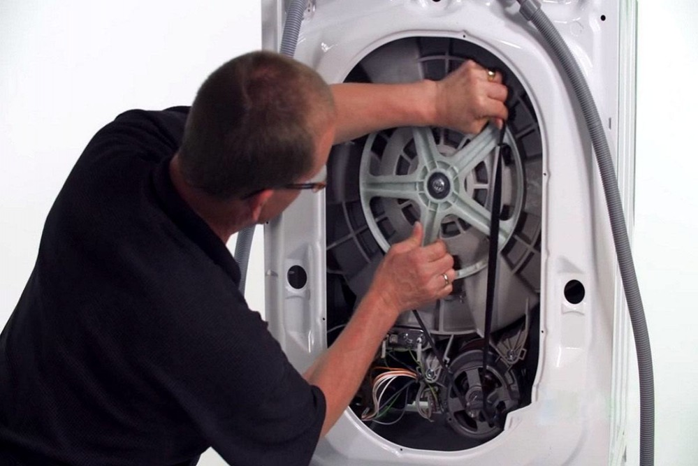 Причины почему стиральная машина не крутит барабан