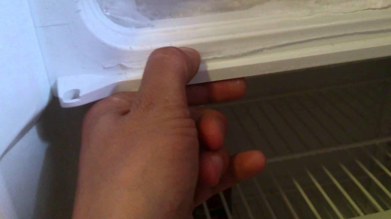 Инструкция, как своими руками перевесить дверь холодильника