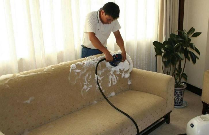 Как избавиться от запаха рвоты на ковре