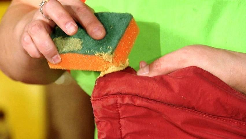 Отстирывание древесной смолы с одежды: чем отстирать смолу от дерева с куртки