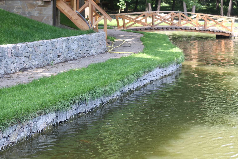 Как укрепить берега пруда на даче самостоятельно