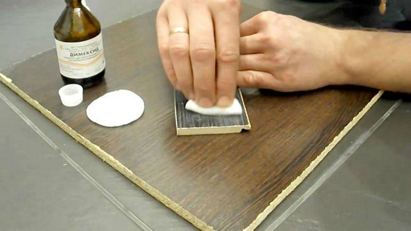 Как и чем оттереть клей от наклейки со стекла: подборка лучших рекомендаций