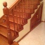 Бетонная лестница с деревянной отделкой