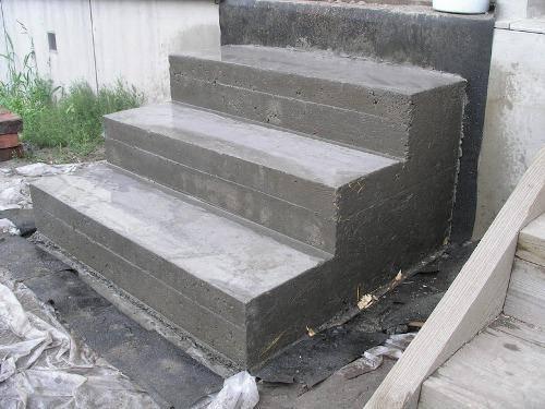 Бетонные ступени входа
