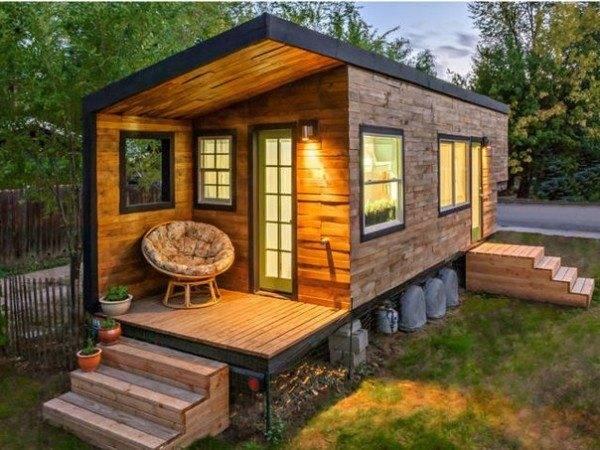 Большие дачные бытовки с крыльцом – пример красивого и надежного жилища