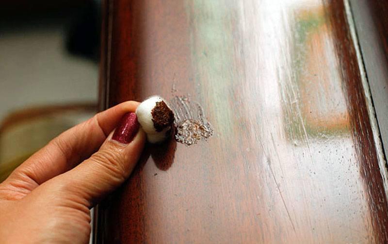 Как убрать мелкие и глубокие царапины на деревянной мебели?