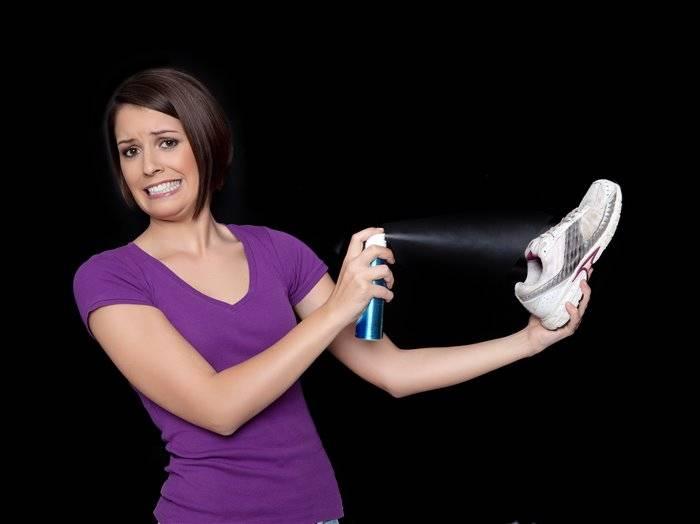 Как убрать неприятные запахи из кроссовок: избавляемся от вони и запаха пота