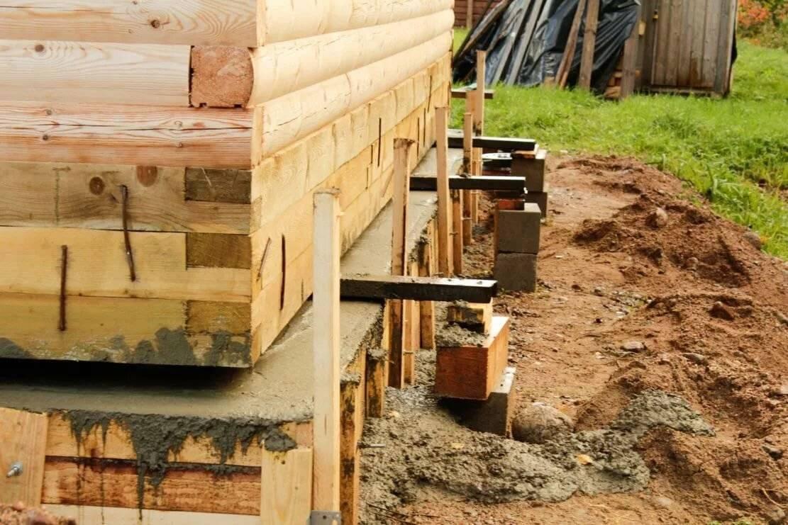 Замена фундамента деревянных домов, как переделать: поднять и залить своими руками