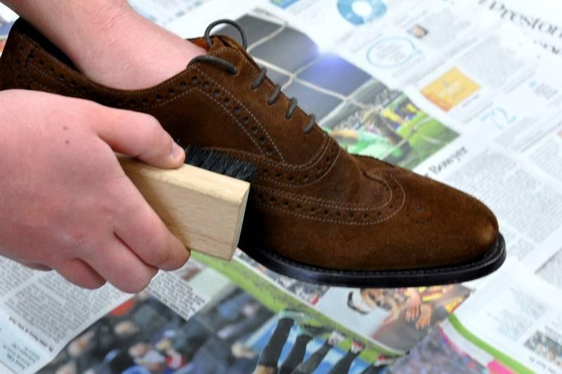 Красивая обувь надолго: правильный уход за замшей и нубуком