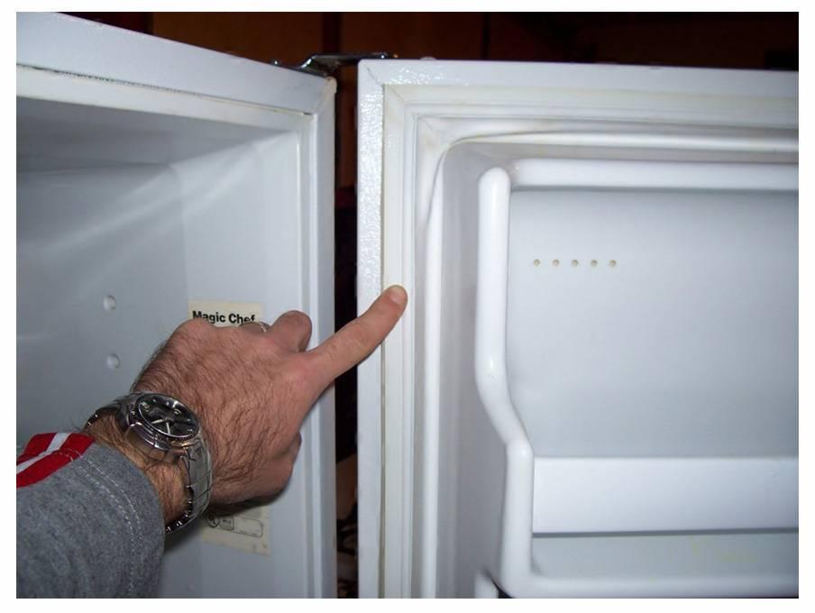 Уплотнитель для холодильника: 2 причины для замены