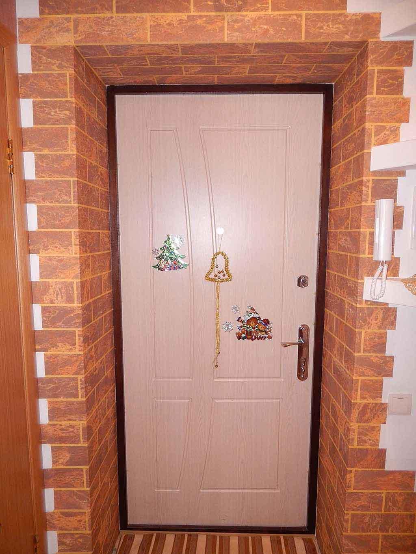 декоративный кирпич между дверей фото пересильд