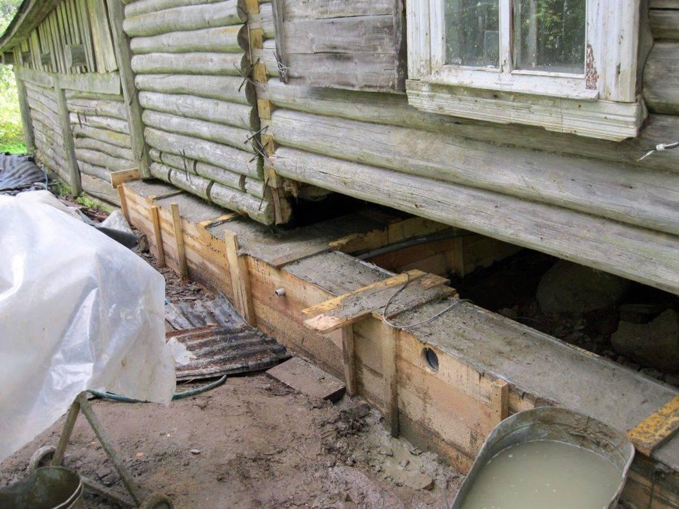 Поднимаем деревянный дом на домкратах для ремонта