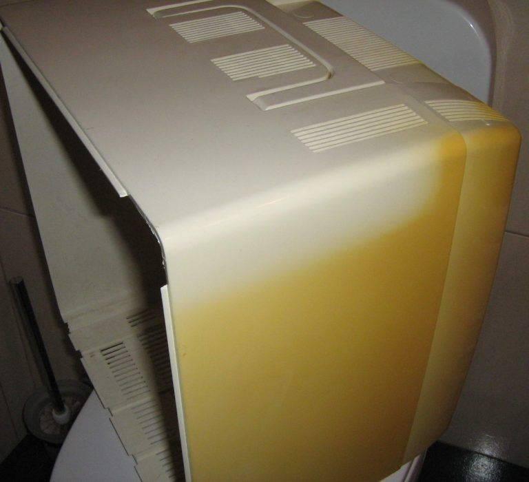 Как очистить пластик и отбелить его от желтизны?