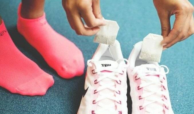 Как устранить неприятный запах в обуви: чем ее обработать внутри от вони
