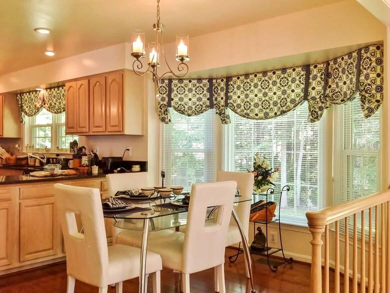 Современные стили оформления окна в гостиной