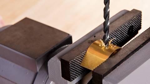 Как заточить сверло по металлу?