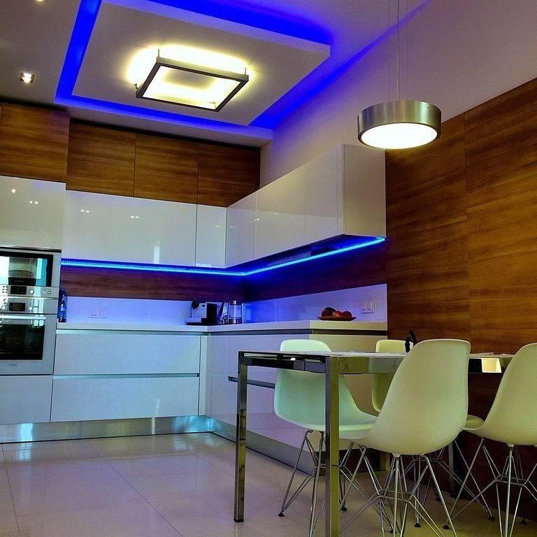 начал как фото подсветка на потолке волнами в кухне виде ягод