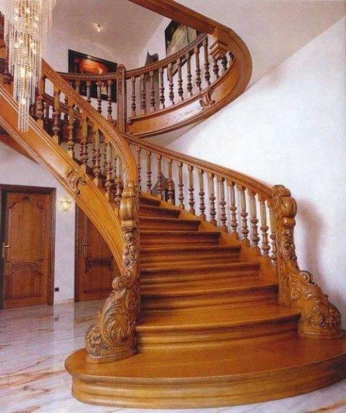 Дерево – отличный материал для лестничного сооружения