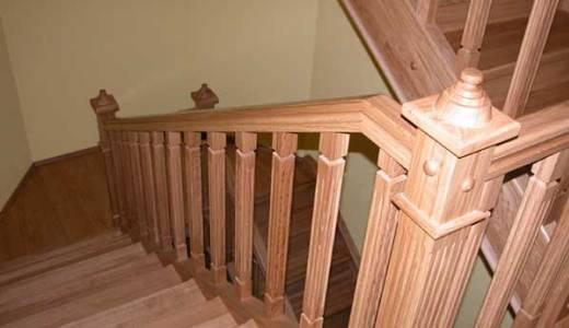 Деревянное ограждение. Поскольку набор инструмента ограничен, мы упростим внешний вид декоративных элементов.