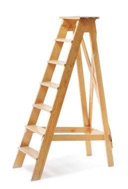 Деревянную лестницу можно сделать в домашних условиях, такие изделия актуальны для дачи