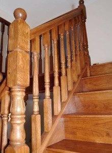 Деревянные перила на лестницу