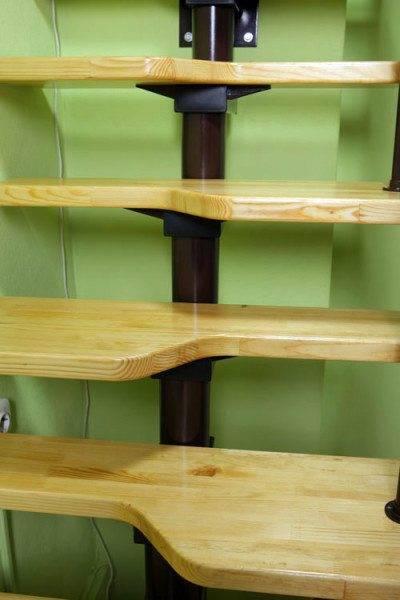 Деревянные ступени в конструкции лестницы