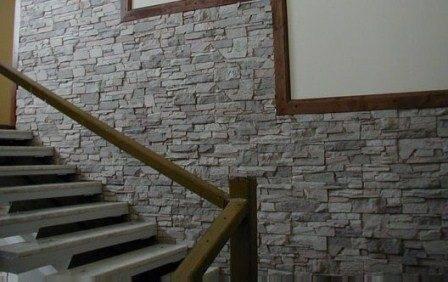 Дизайн стен лестничных пролетов декоративным камнем