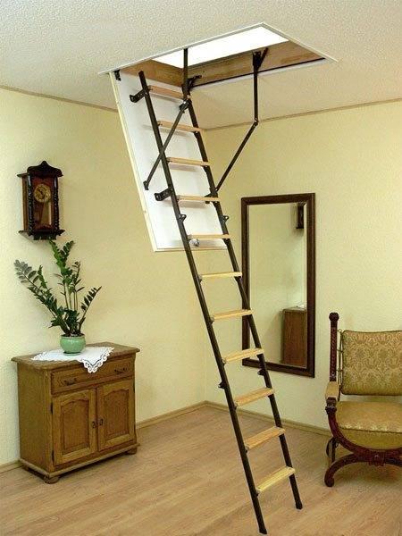 Для чердачной лестницы компактность важнее удобства.