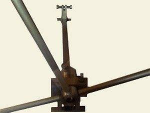 Для изготовления сложных форм методом холодной ковки придумана масса приспособлений.