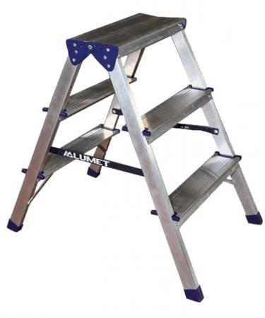 Для стандартной квартиры достаточно использовать стремянку с 2-3 ступенями