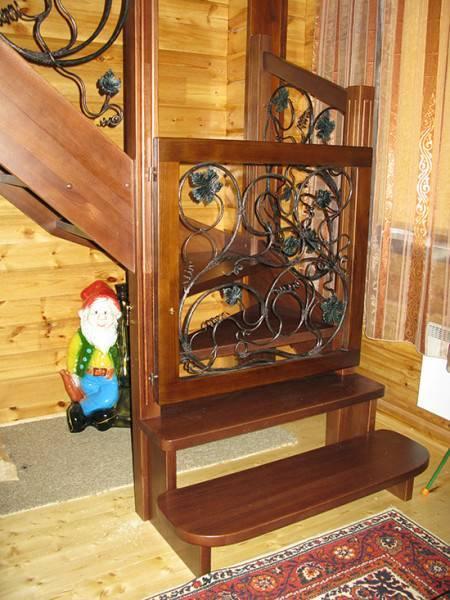 Для ценителей красоты и гурманов всегда есть возможность изготовить калитку на заказ в соответствии со стилем лестницы.