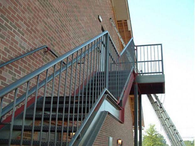 Дополнительный подъем на второй этаж из металла