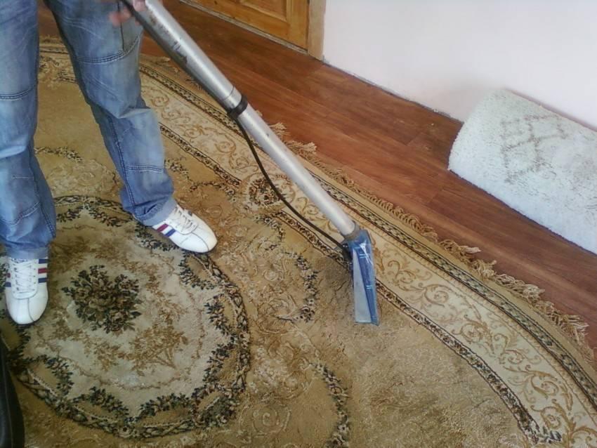 Как избавиться от запаха на ковре, не испортив его цвет и качество