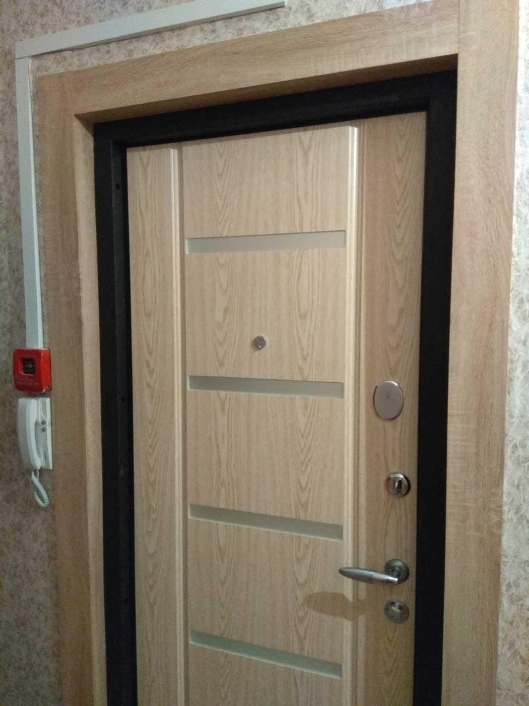 дверной откос фото женщина носит