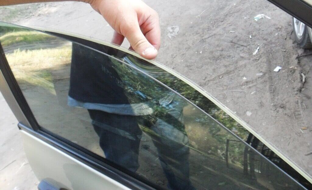 Тонировка стекол автомобиля своими рукам