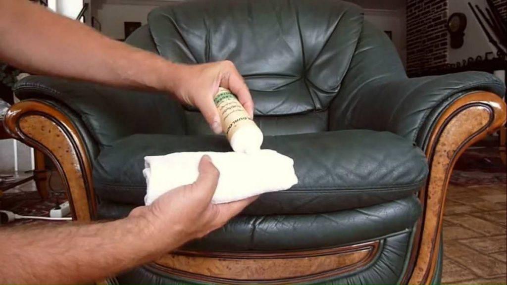 Чем оттереть ручку с кожаного дивана в домашних условиях