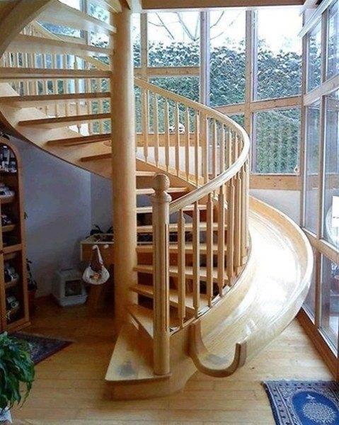 Еще одна необычная лестница, позволяющая спуститься на первый этаж за считанные секунды