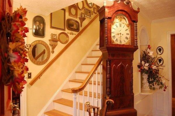 Эта несложная модель лестницы, как нельзя лучше вписалась в обстановку «кантри»