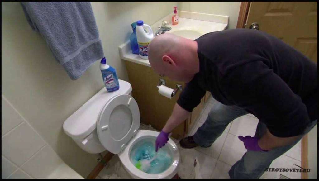 Как просто прочистить унитаз от засора