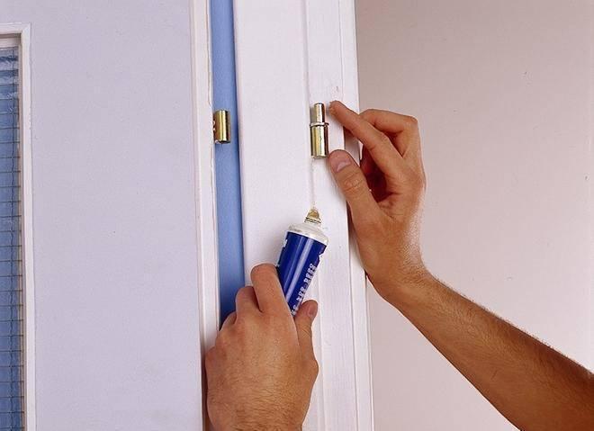 Неординарные решения: чем смазать дверь, чтобы не скрипела