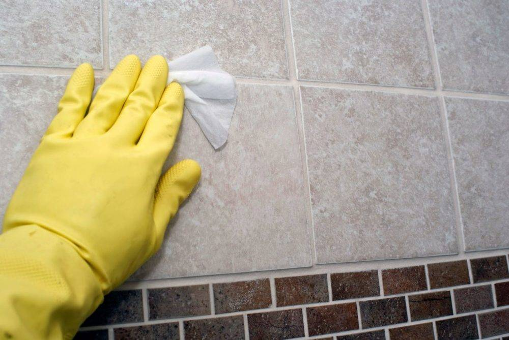Чем отмыть грунтовку с плитки на полу? чем мыть и как отчистить поверхность от въевшейся грязи после ремонта, средства для мытья напольного керамогранитного покрытия