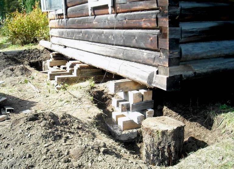 Установка деревянного дома на новый фундамент