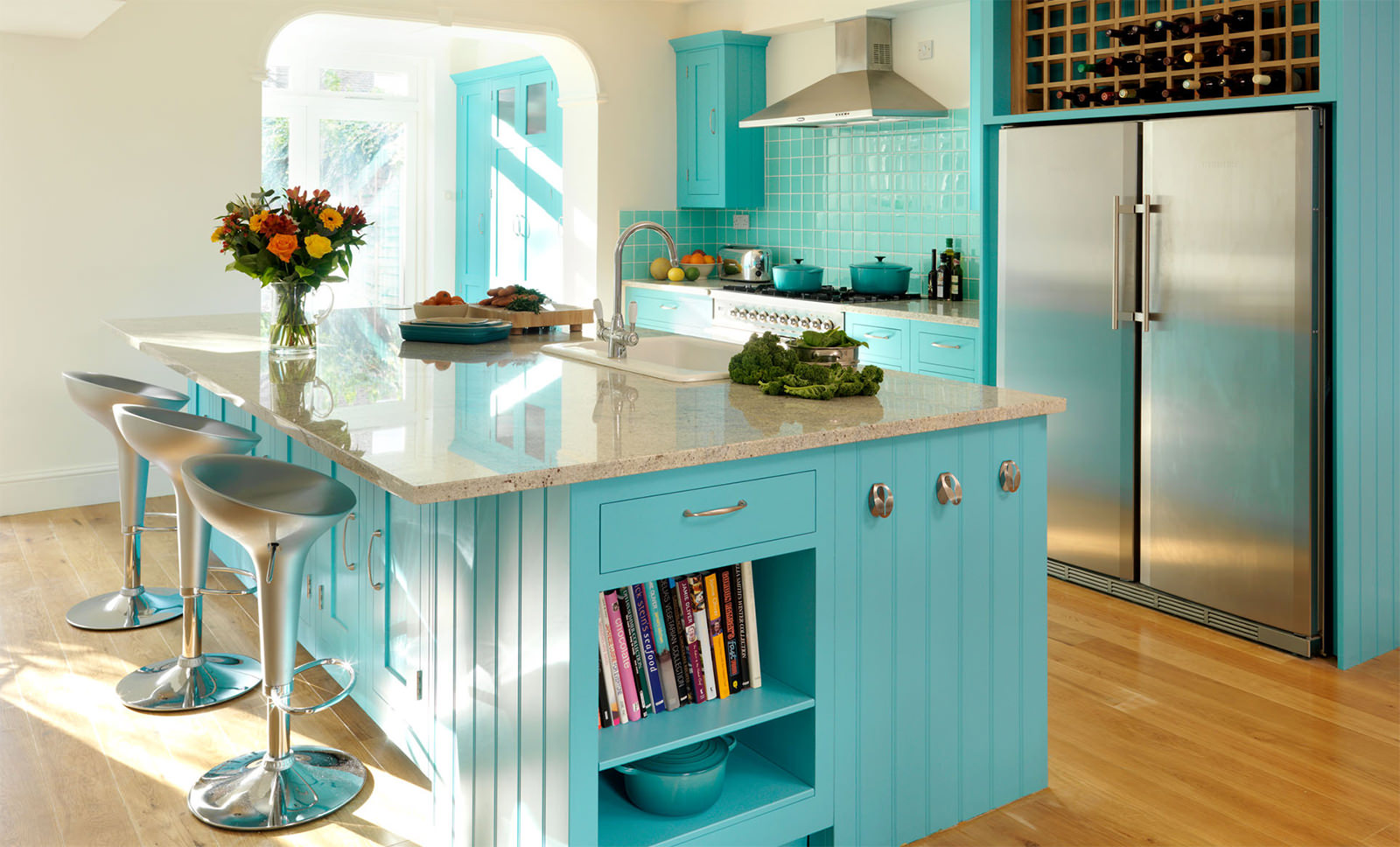 Кухня бирюзового цвета: сочетание с другими цветами, примеры интерьеров в фото