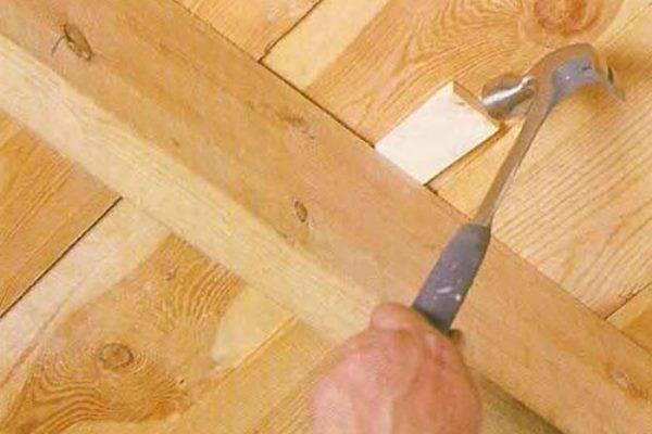 Скрипит деревянный пол что делать без разбора