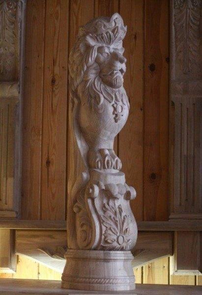 Фигурный столб «могучий лев»