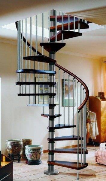 Фото лестницы из металла.