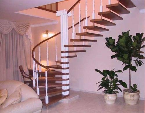 Фото обустроенной лестницы с источниками света