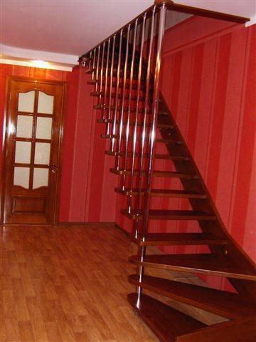 Фото подвесной лестницы, как видим места много не занимает!